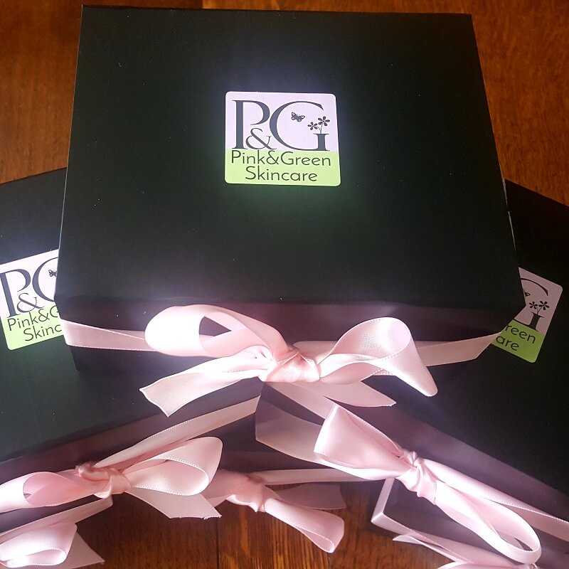gift wrapping - Pink and green black gift box